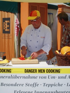 Christopher Hinze - DANGER MEN COOKING!